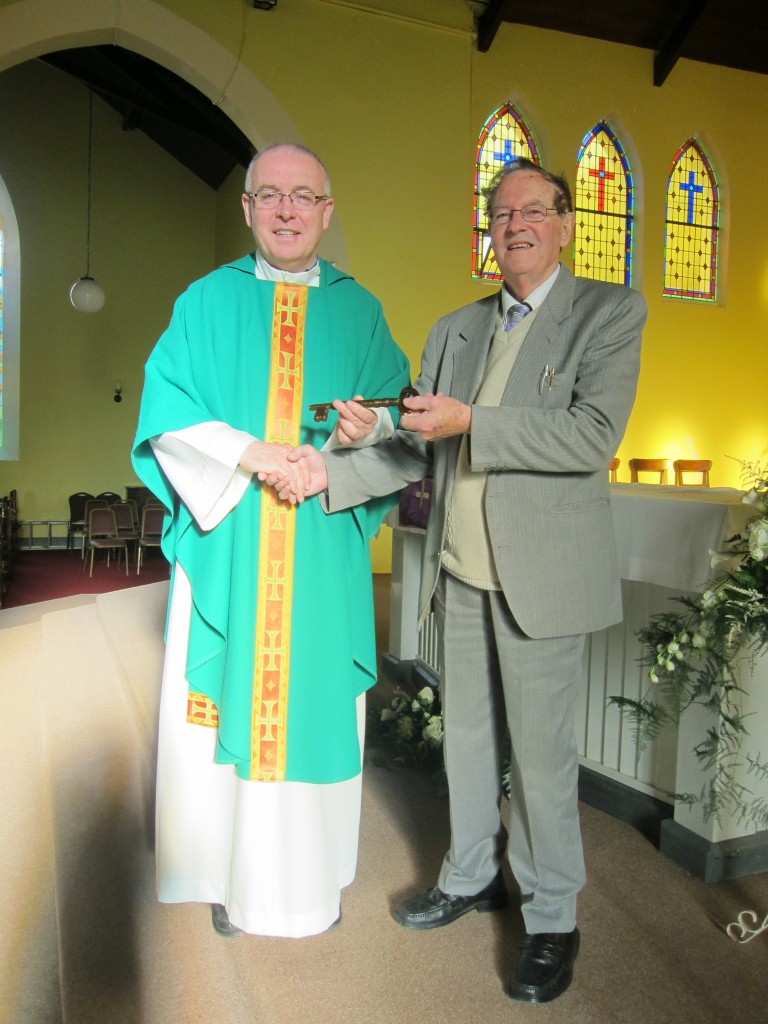 Fr. Tim Hazelwood receiving the keys to the parish